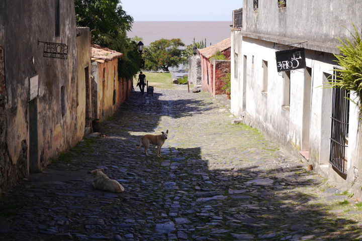 1-Уругвай-Колонія3