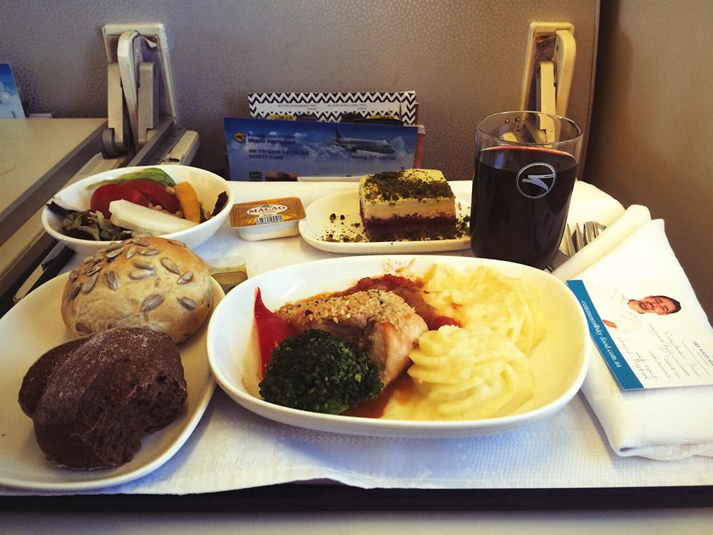 обід на літаку