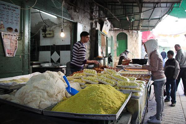 Торгування на базарі, Хеврон, Палестина