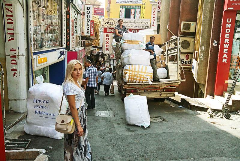 Оля і брудний базар
