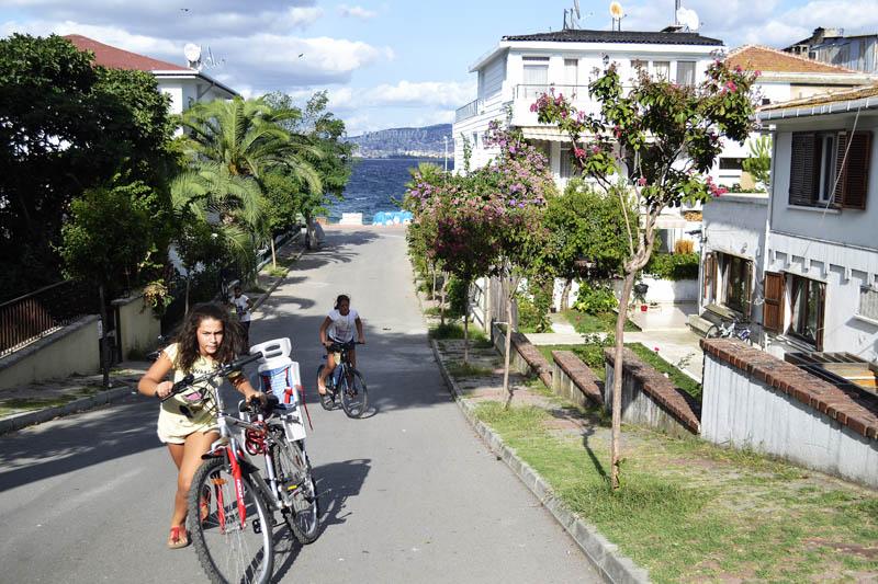 велосипед і дівчинка