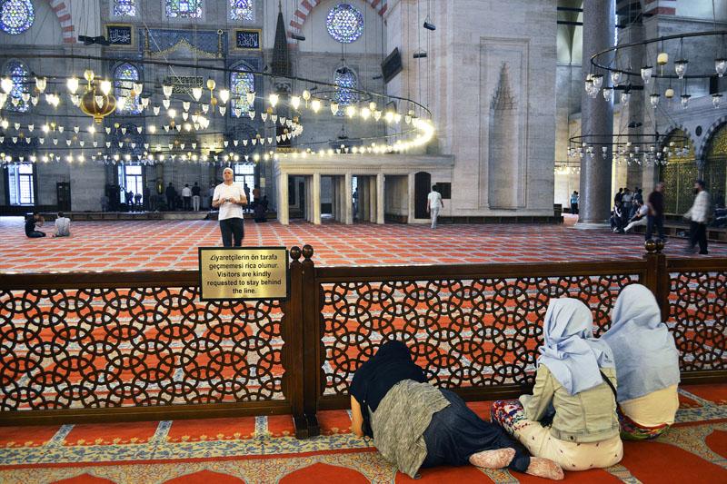 жінки в мечеті