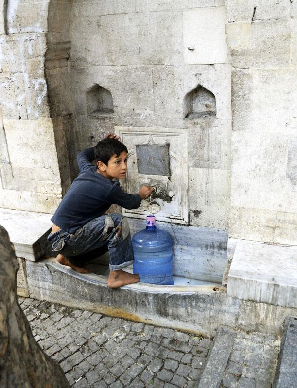 хлопчик і вода