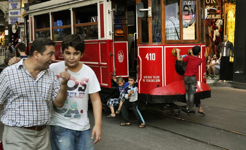 хлопчик і трамвай