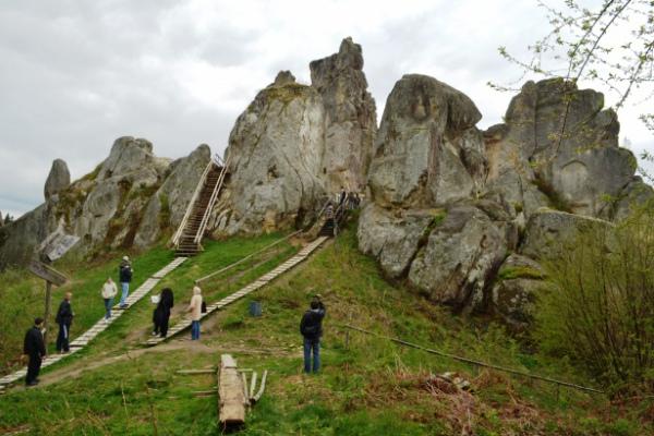 Скелі-Тустань