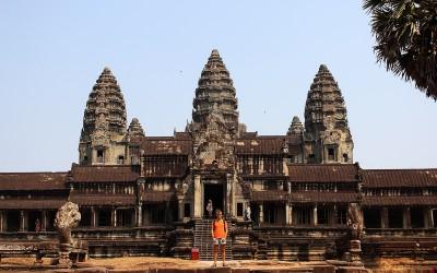 Знедолена Камбоджа, храми Анкору, будиські монастирі та пляж, де я зустрів купу українців