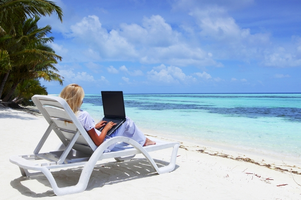business-woman-with-laptop-lyi-50598458