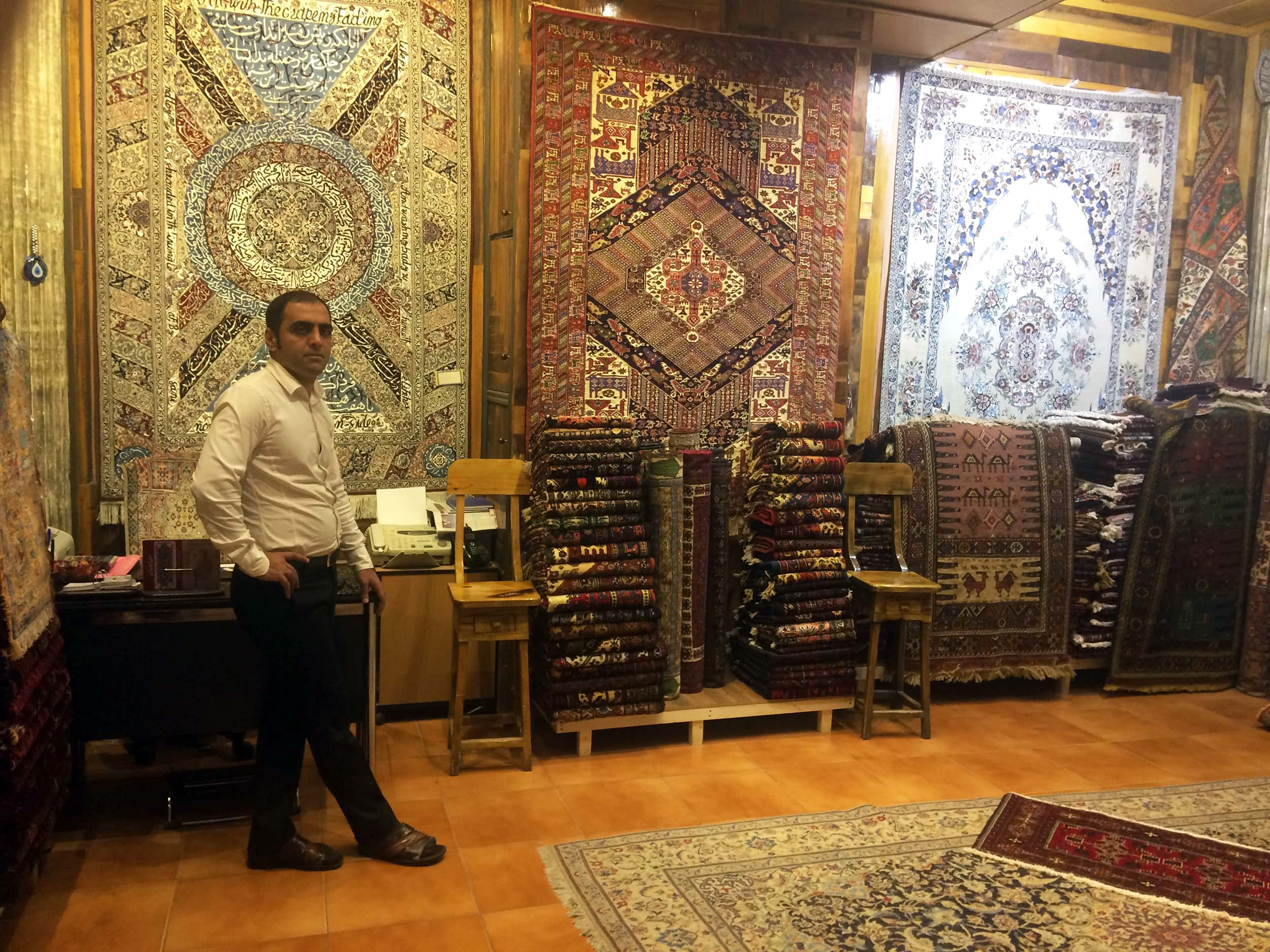 Іран. Килими на базарі. Фото 1