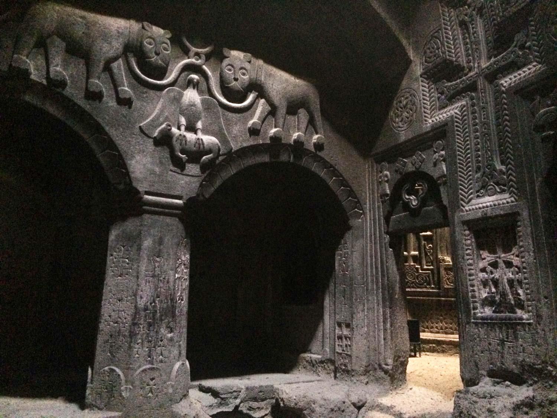 Вірменія.Монастирь всередині