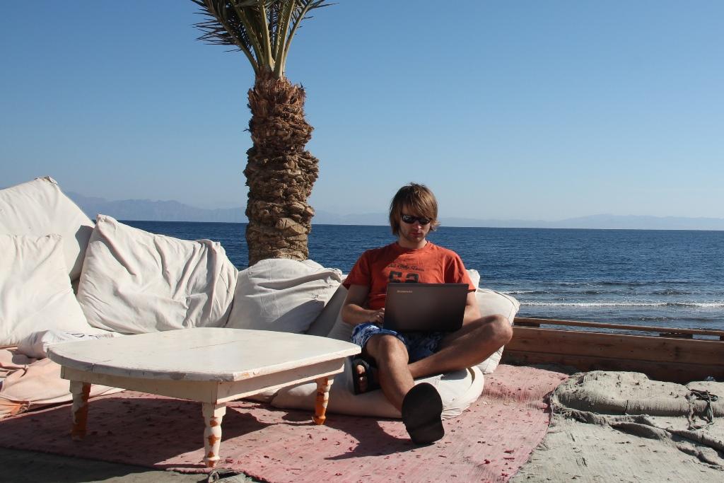 заробіток в інтернеті на пляжі