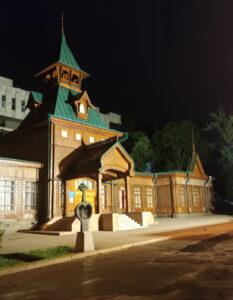 Дерев'яний будинок в Алмати
