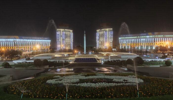 Площа Незалежності в Алмати